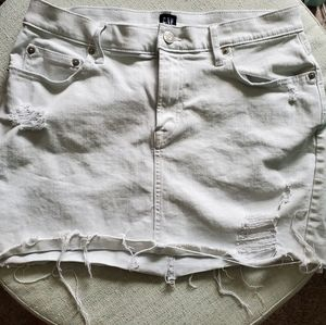 🌵GAP White Distressed Denim Skirt Sz. 28